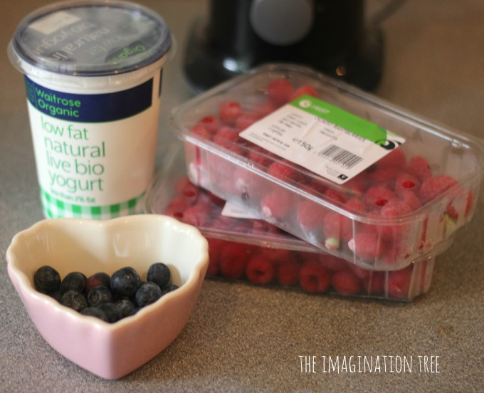 Ingredients for berry smoothies