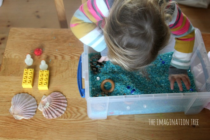 Matching pairs game with real objects in the sensory tub