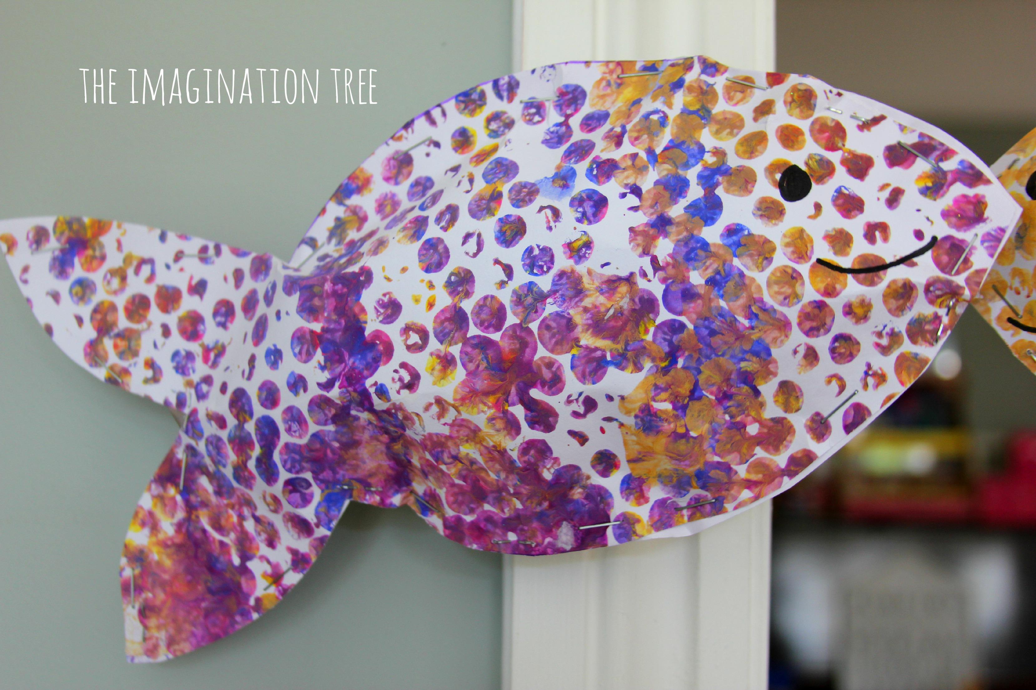 bubble wrap print fish mobile  the imagination tree - bubble wrap fish