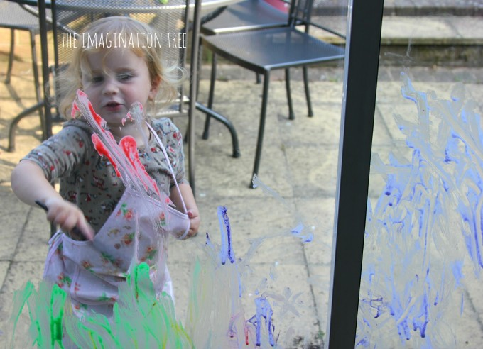 Painting on the windows with washable DIY paint