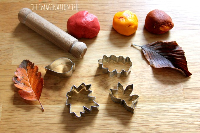 Invitation to create leaf models with autumn spice salt dough