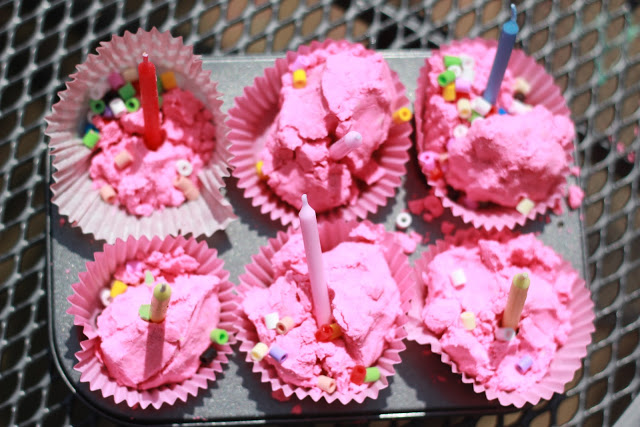 Pinkalicious: Pink Cloud Dough Cup Cakes!