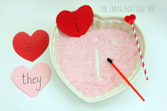 Valentines-themed-sensory-writing-tray-prompt-680x453