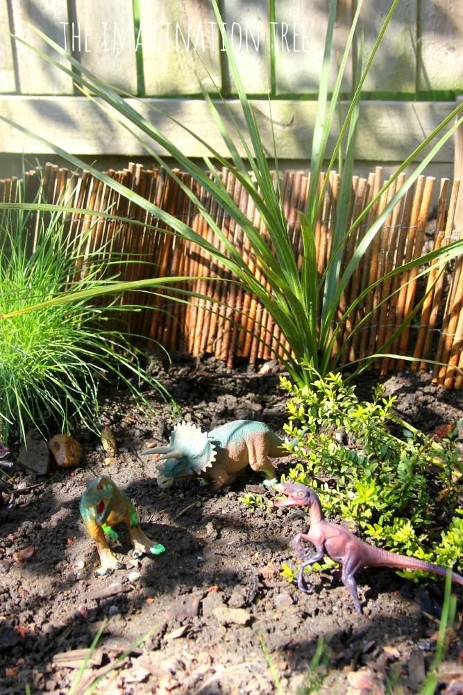 Dinosaur garden small world play