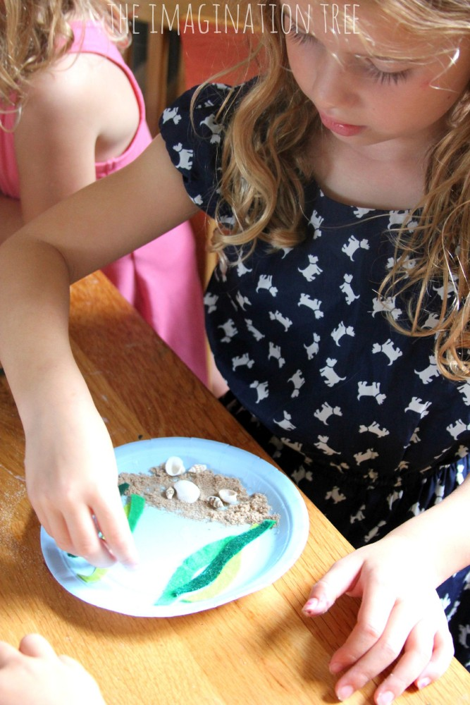 Making paper plate under the sea craft