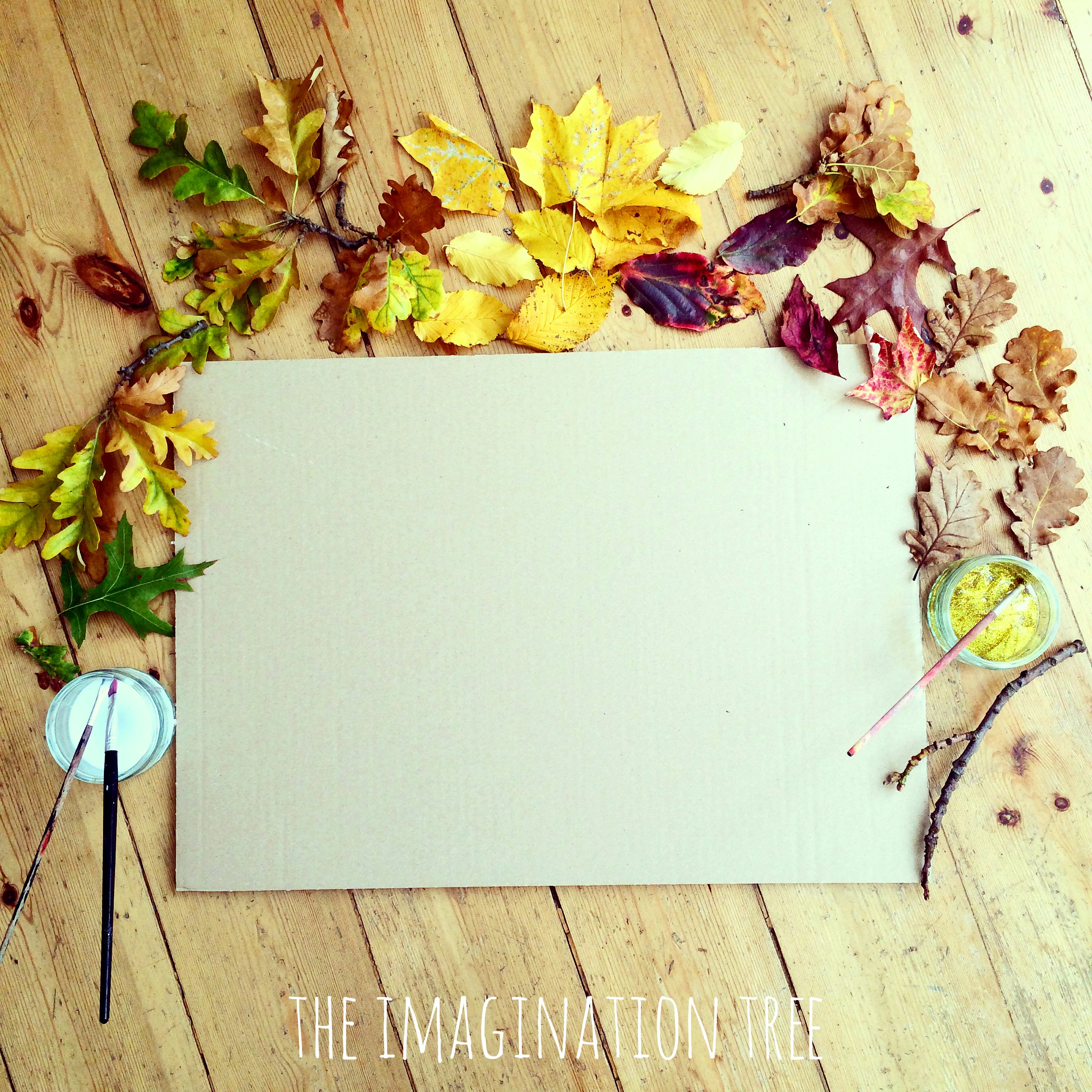 Invitation to create an Autumn collage with leaves, glue and glitter glue