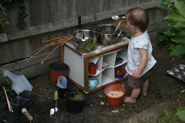 How to make a DIY outdoor mud kitchen for kids!