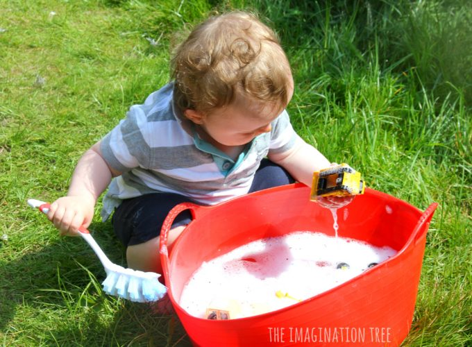 Washing diggers in bubbly water! Sensory play for toddlers