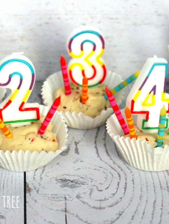 counting-candles-with-birthday-cake-playdough